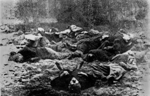 Bodies of Poles murdered by the Germans in Piaśnica. The picture was taken by Waldemar Engler –  a volksdeutsch (a Pole of German origin collaborating with the Nazi Germans during WWII; translator's annotation) from Wejcherowo who was a member of the SS (he worked as a photographer before the war). The photo prints were stolen from him by his Polish employees.