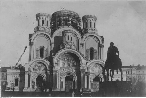 Widok soboru św. Aleksandra Newskiego wtrakcie rozbiórki Fot. NAC