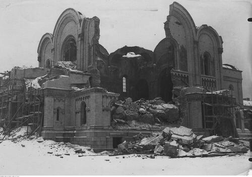 Widok soboru św. Aleksandra Newskiego wtrakcie rozbiórki, grudzień 1925 r. Fot. NAC