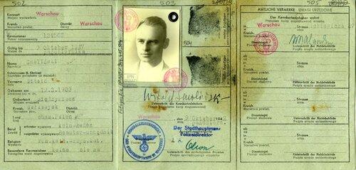Kenkarta Witolda Pileckiego na nazwisko Smoliński. Fot. AIPN