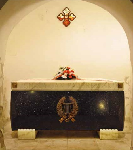 Ignacy Jan Paderewski's sarcophagus in the vault of St. John's cathedral in Warsaw Photo: Wikimedia Commons