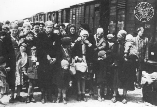 Women and children upon arriving to a ramp in Brzezinka, May 1944 Photo: AIPN