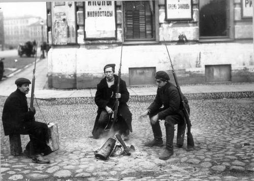 Czerwonogwardziści wPiotrogrodzie, 1917 r. Fot. Wikimedia Commons/ domena publiczna