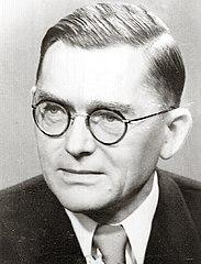 Bronisław Chajęcki został wwyniku farsy sądowej skazany na śmierć. Rada Państwa, na czele której stał wówczas Aleksander Zawadzki (na zdjęciu), nie skorzystała zprzysługującego jej prawa łaski (fot. ze zbiorów Biblioteki Sejmowej)