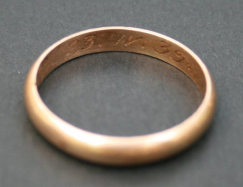 Bykownia - Stalinist Crimes' Victims' Cemetery.  Golden wedding ring found during the 2007 research with an engraved date 23.IV.39 and initials L.L – grave no. 158/06. Photo: D. Siemińska, A. Kuczyński