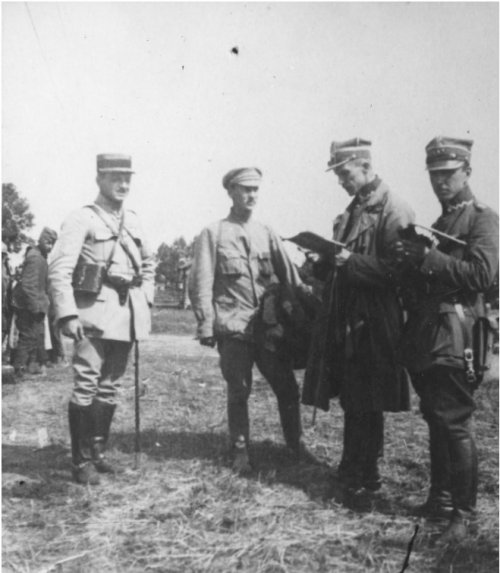 Polish-Bolshevik war. The questioning of a Red Army prisoner by soldiers of the Polish Siberian Brigade. From the collections of the National Digital Archives