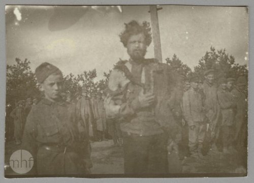 A boy in a military uniform and a Russian prisoner in a POW camp, 1920. Author: photographer Jan Zimowski. From the collections of the Museum of the History of Photography in Cracow