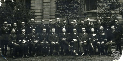 Command of the State Police in Łódź during a meeting with the Łódź governor Władysław Jeszczołt, 1929. Sitting, among others, are Zygmunt Nosek (third from the left) and Anatoliusz Elzesser-Niedzielski (third from the right). Photo from the collections of the Institute of National Remembrance